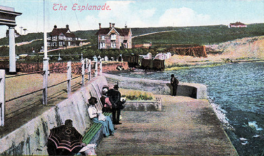 Postcard of Freshwater Bay esplanade.